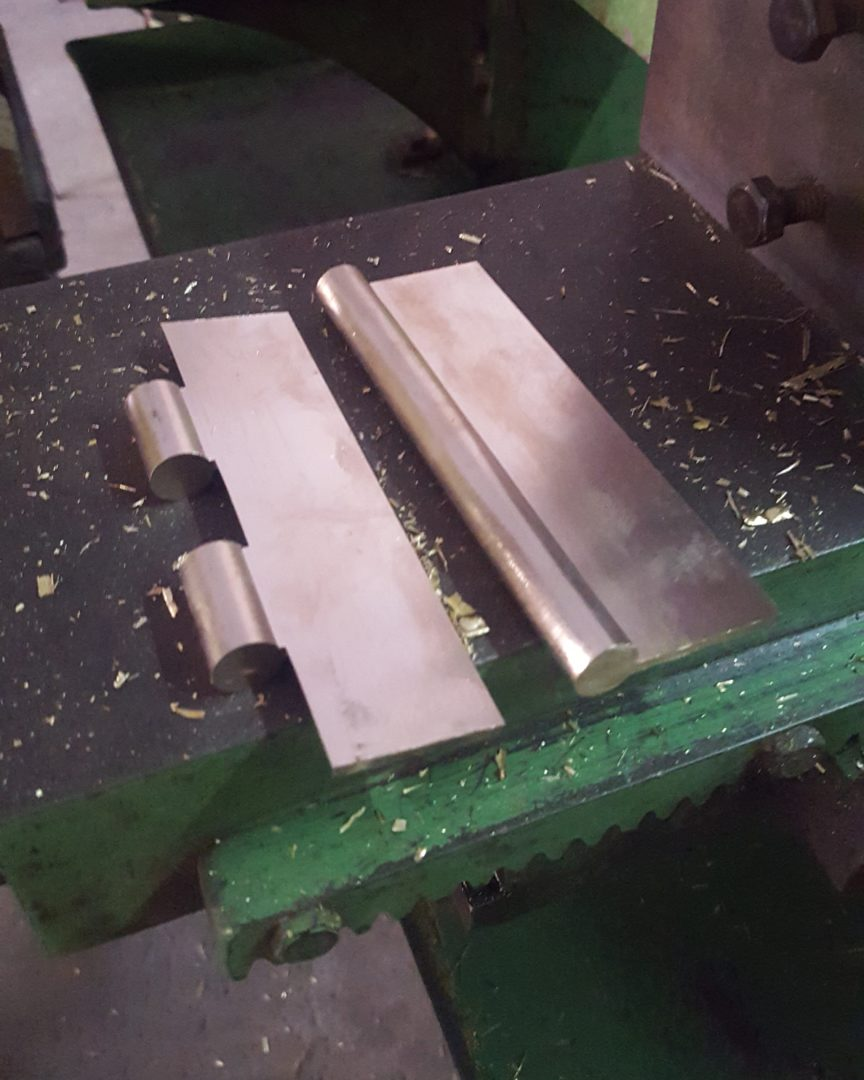 Cutting-hings-2-864x1080